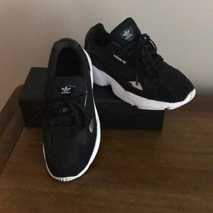 Adidas Falcon all black Women size 7.5
